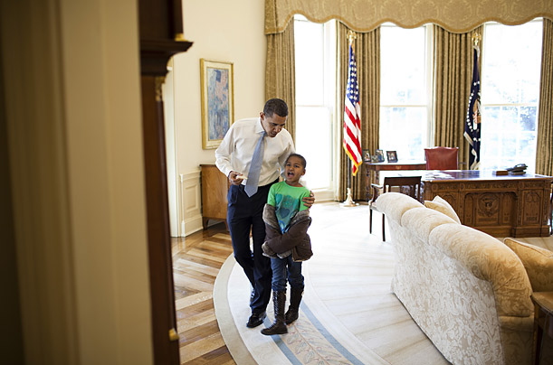 Sasha Obama admiring grandfather clock while being praised by President Obama